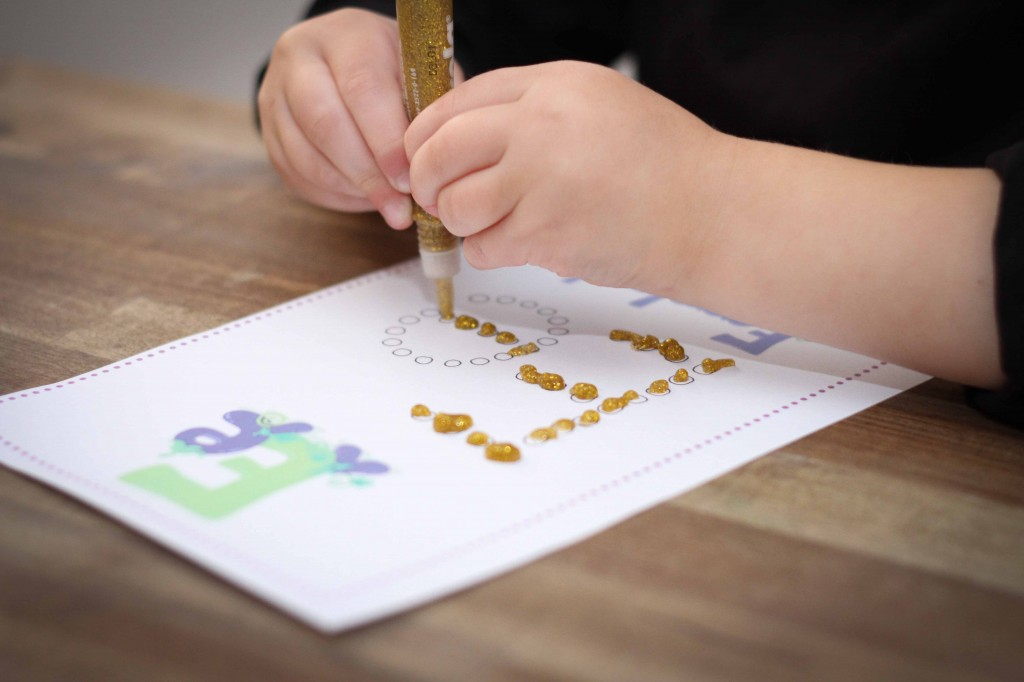 Preschool Letter of the Week q tip glitter glue
