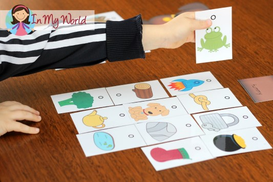Sound Hound Game - sort the pictures by initial, medial and final sound positions. FREE printable!